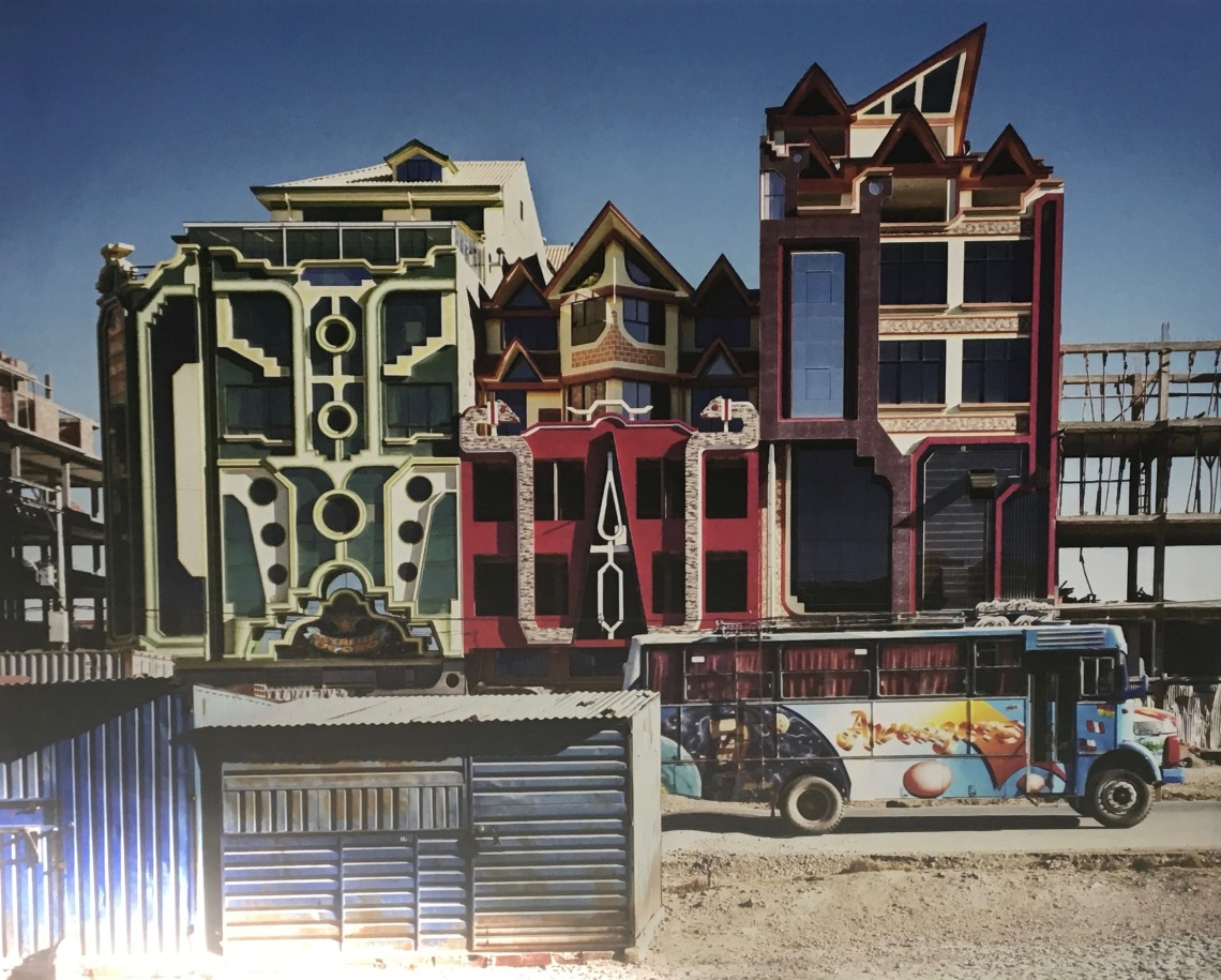 1. Géométries Sud. Façades de bâtiments de Freddy Mamani à El Alto, Bolivie. Photo Tatewaki Nio, Neo-andina, 2015